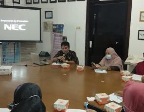 Rakhmadi Kepala DKPUS Babel memimpin Rapat Evaluasi Kinerja di Bidang Kearsipan, Kamis (7/10/2021).