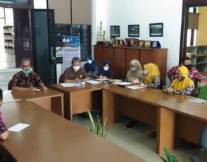 Kadis DKPUS Babel Asyraf Suryadin membuka Rapat Pembahasan Dua Rapergub usulan DKPUS Babel ke Biro Hukum Setda Babel, Kamis (6/5/2021).
