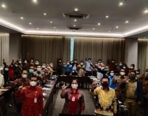 Kepala DKPUS Babel Asyraf Suryadin foto bersama Kepala DKPUS Provinsi se Indonesia selaku Peserta Rapat Asistensi dan Supervisi Peningkatan Indeks Gemar Membaca di Daerah, Rabu (28/4/2021).