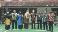 Kepala DKPUS Babel Asyraf Suryadin foto bersama Lima Kepala Sekolah SMAN yang ada di Bangka.