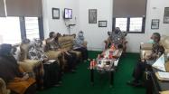 Kepala DKPUS Babel Dr Asyraf Suryadin saat membahas PKS Silang Layan Perpustakaan bersama Wakil Rektor ISB Atma Luhur Pangkalpinang.