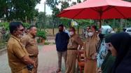 Rkhmadi Kadis DKPUS Babel saa tiba di Perpusdes Tiram, Tukak Sadai, Bangka Selatan, Senin (7/6/2021).