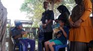 Kepala DKPUS Babel Dr Asyraf Suryadin saat mengunjungi Rumah Botol Baca Desa Air Belo, Bangka Barat.