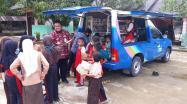 Siswa SD 17 Desa Simpang Yul, Tempilang, antusias menyambut kedatangan kunjungan perpustakaan keliling DKPUS Babel.