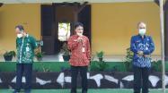 Rakhmadi menyampaikan pesan saat Sertijab Kepala DKPUS Babel di Halaman Tengah Kantor DKPUS Babel, 3 Juni 2021.